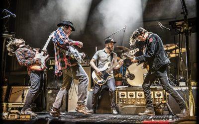 Stille børn, morfar skal larme: Neil Young overdøver alt