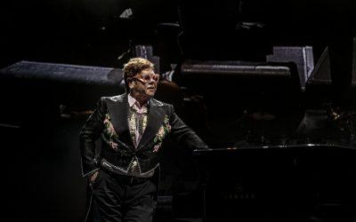 Elton John – Snag igennem, grin, græd, lær, lad dig imponere og bliv for Guds skyld forarget over rockstjernens biograf
