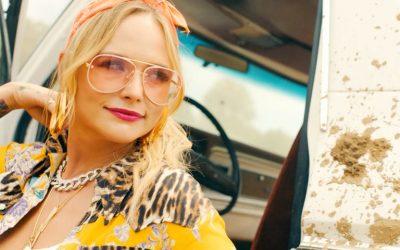 Fem stjerner til countrystjernen: Tænk Dem Mrs. Average Biblebelt, Miranda Lambert synger om promiskuøsitet og stoffer